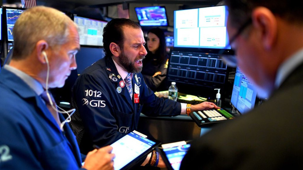 Traders work during the opening bell at the New York Stock Exchange (NYSE) on March 5, 2020 at Wall Street in New York City. - Wall Street stocks tumbled again in opening trading Thursday on fears of a global slowdown due to the coronavirus, extending the run of volatility that has dominated markets in recent weeks.About 20 minutes into trading, the benchmark Dow Jones Industrial Average was down 2.8 percent, or more 750 points, at 26,324.68. The index surged nearly 1,200 points on Wednesday. (Photo by Johannes EISELE / AFP)